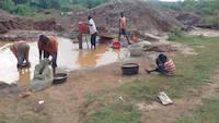 Children working on the mining site