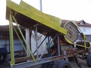 The jaw crusher from the side