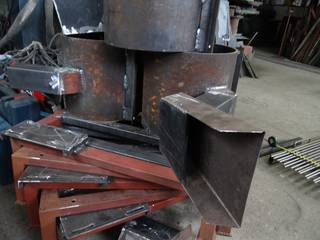 Feeders for impact mills