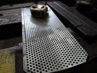 Perforated metal screen used in impact mills