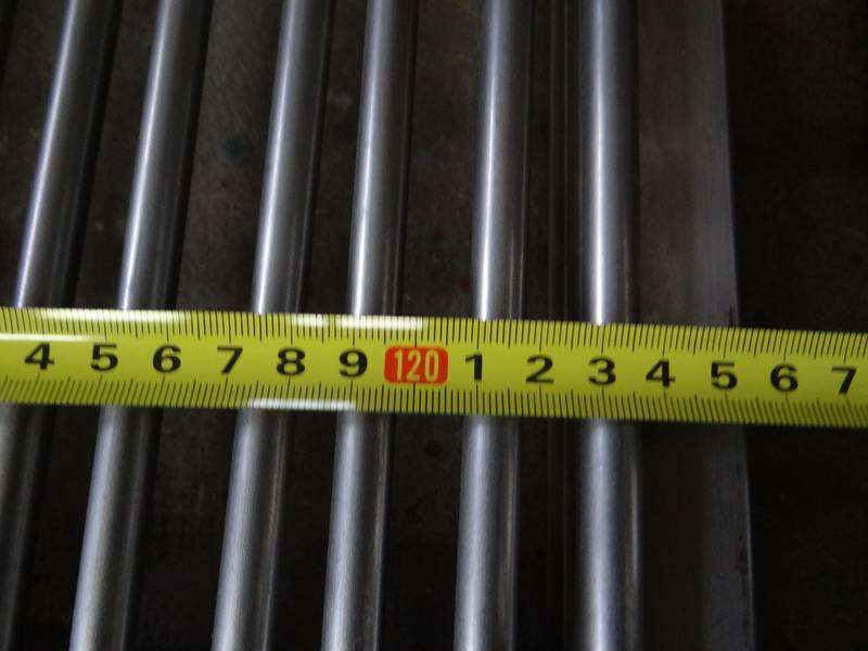 The width of grizzly bars to be 125-126 cm