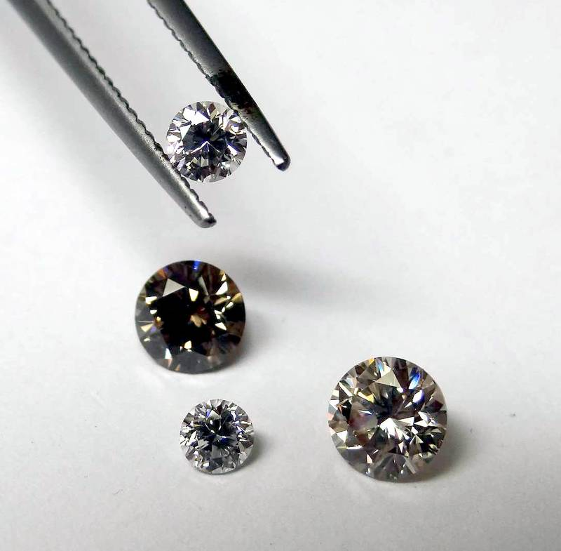 Beautifully polished diamonds by GOLDIVANTI LP