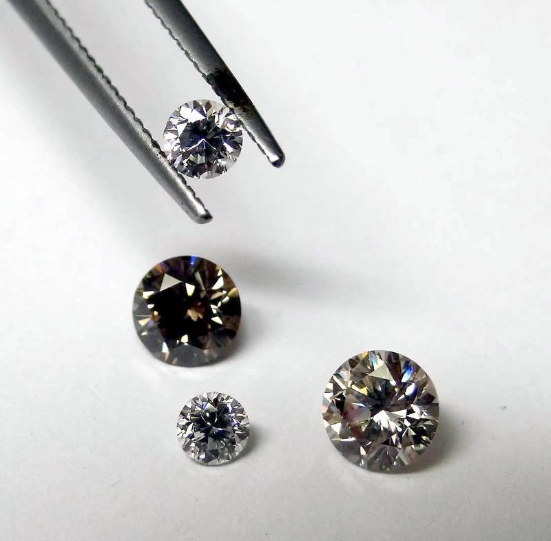 Beautifully polished diamonds by GOLDIVANTI LP
