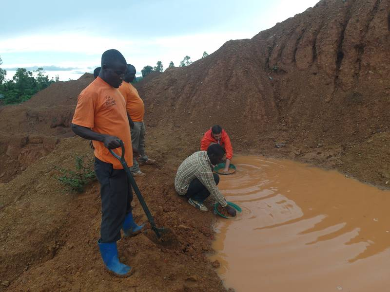 Verifying the overburden for gold particles