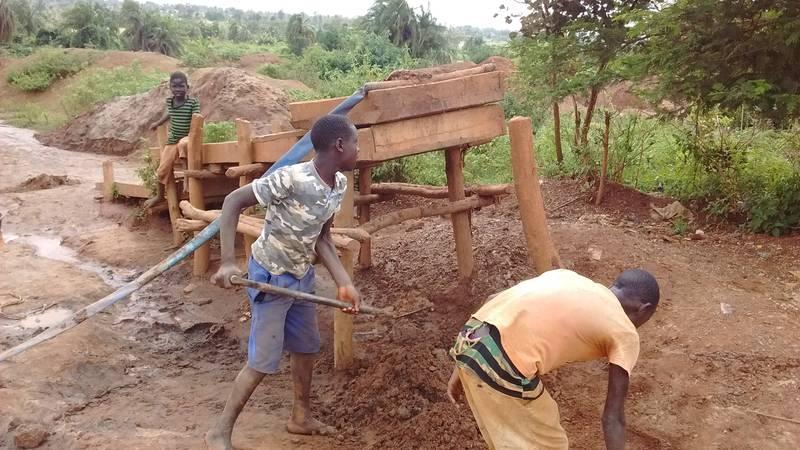 Children feeding the gold washing sluice in Uganda