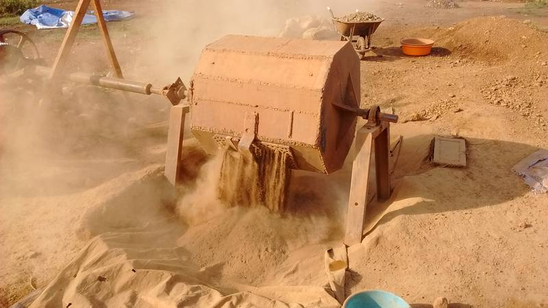 Discharge of rudimentary ball mill