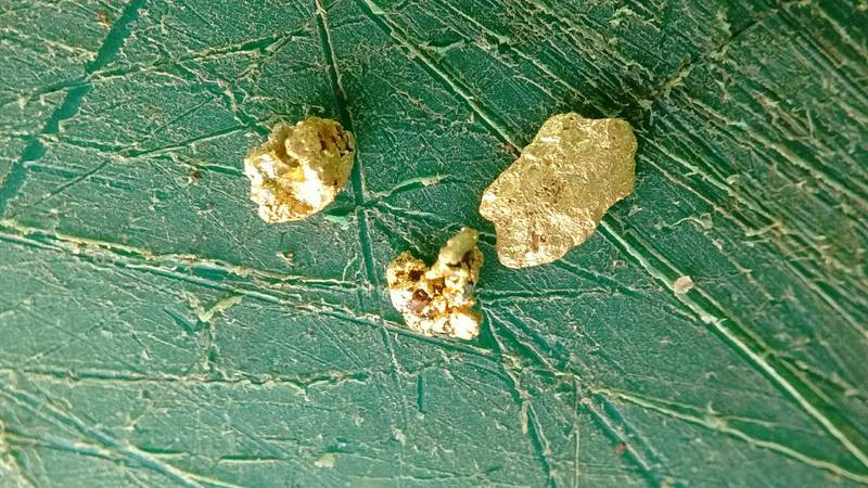 Gold nuggets, macro picture