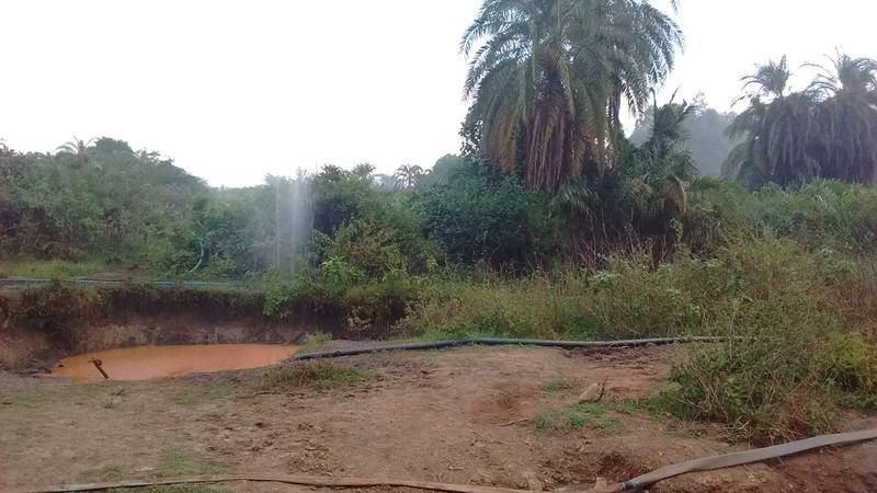 The spray of water on the left side designates the water losses in pumping