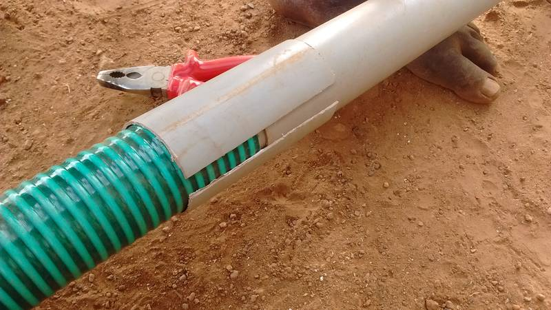 One way to connect the suction hose and plastic pipe