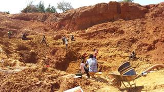 Gold prospecting on the open pit, Amonikakinei, Tiira, Busia, Uganda