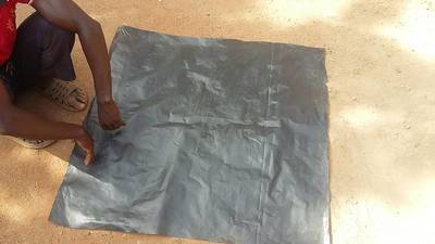 Small canvas used for mixing and reduction of already reduced larger sample