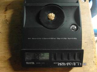 That is how 1.28 grams of gold look like on the balance scale