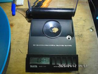 1.068 grams of natural gold nuggets on the balance scale