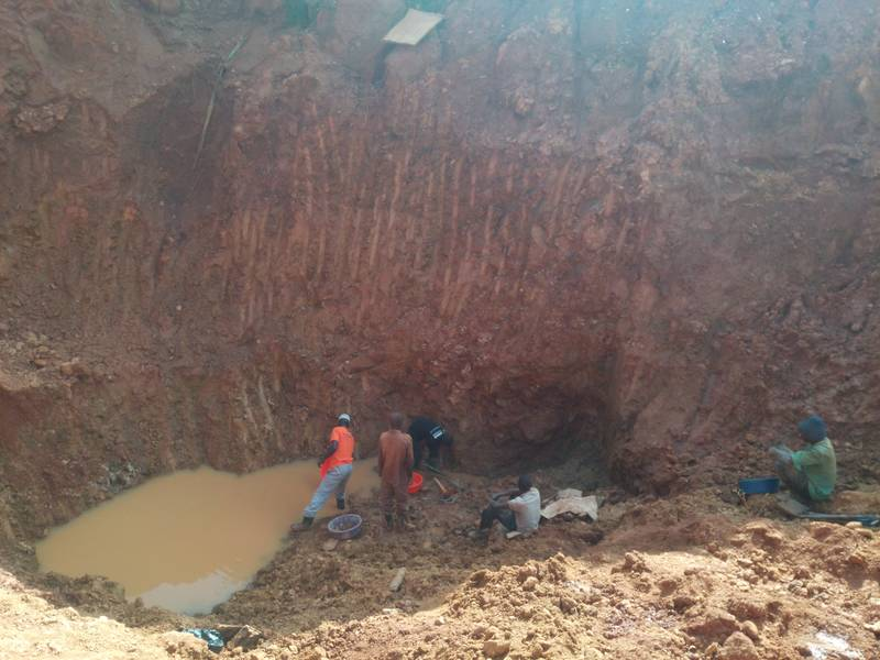 Open pit and gold panning in Uganda