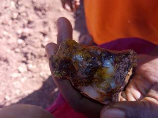Rich gold ore with iron and quartz
